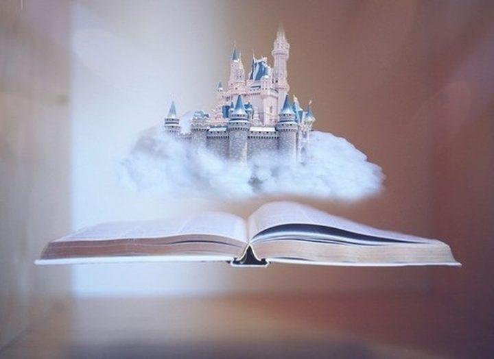 Будувати повітряні замки легше, ніж у них жити. Твір про мрії і реальність.