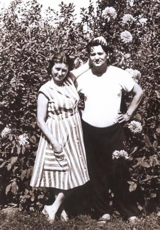 Олесь Гончар з дружиною Валентиною