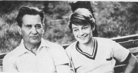 Олесь Гончар із сином Юрієм, Одеса, 1970 рік
